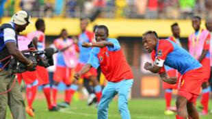 Nahodha wa timu ya taifa ya DRC inayoshiriki michuano ya CHAN nchini Rwanda, Joel Kimwaki akishangilia