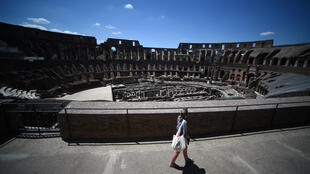 Last year, 20,000 tourists visited the Colosseum daily on an average