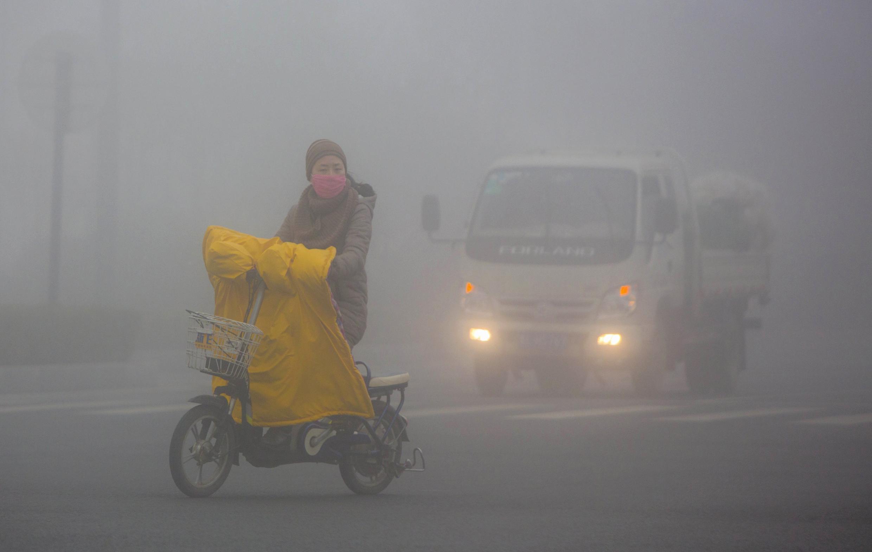 Khói mù ô nhiễm tại một thành phố Trung Quốc.