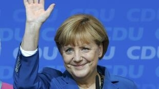 Angela Merkel ស្វាគមន៍សកម្មជនពេលប្រកាសលទ្ធផលឆ្នោតសភាថ្ងៃទី ២២ កញ្ញា ២០១៣