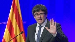Carles Puigdemont  رئیس دولت ایالتی کاتالونیا. بارسلون، ٢ اکتبر ٢٠۱٧