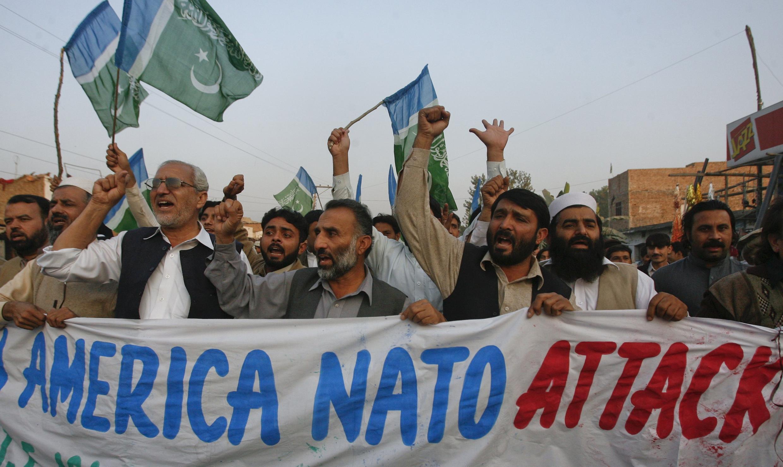 Dân Pakistan biểu tình phản đối việc drone của Mỹ bắn chết người - Reuters