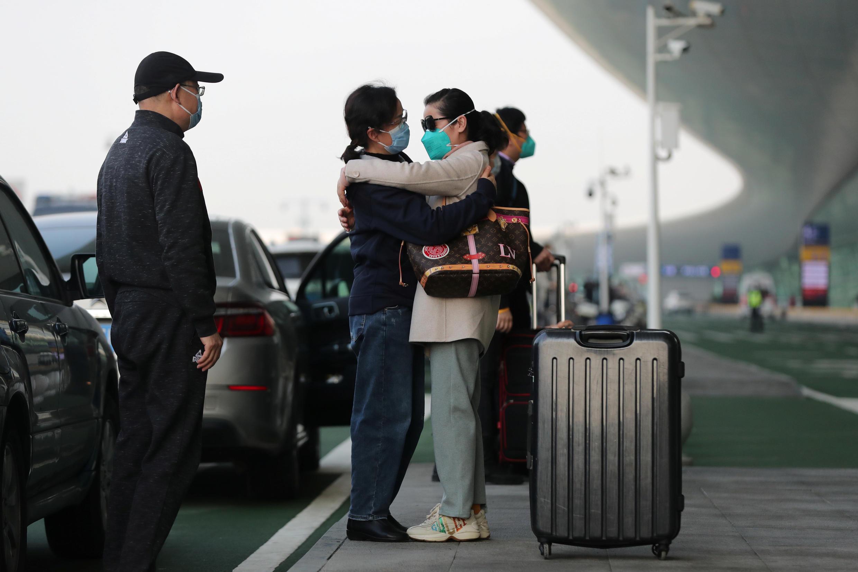 Passageiro no Aeroporto Internacional Wuhan Tianhe, Hubei, China
