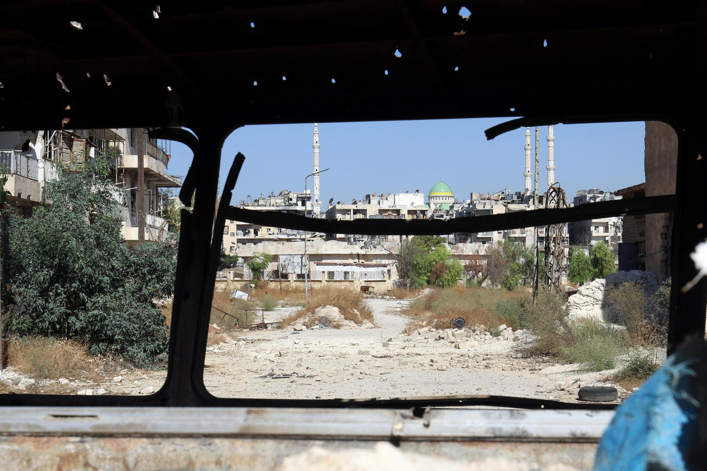 """Một con đường được cho là """"hành lang an toàn"""", do Nga thiết lập, để cho phép người dân rời khỏi các khu phố do phe nổi dậy kiểm soát tại Aleppo, 20/10/2016."""