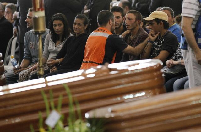 Cerimônia em homenagem as nove vítimas do terremoto de Lorca que serão enterradas nesta sexta-feira.