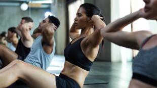Les exercices d'abdominaux permettent de renforcer les muscles qui ont pour mission de maintenir notre buste droit.