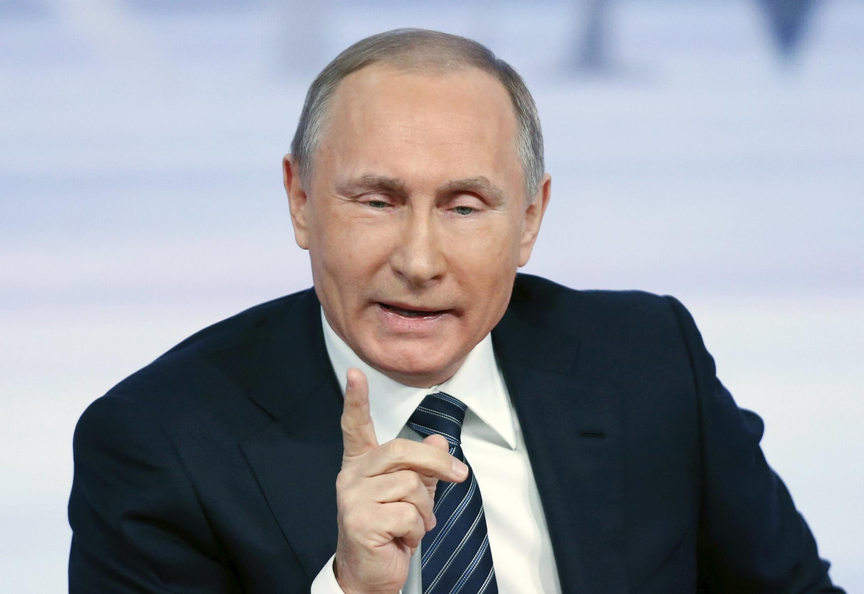 Президент России Владимир Путин заявил, что Москва «не оставит русскоговорящих людей в юго-восточной Украине на милость националистам».