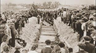 Trois jours après le pogrom de Kielce, la population locale et la police militaire furent contraints par le gouvernement d'assister aux funérailles des victimes.