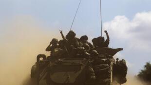Wanajeshi wa Israeli wakiingia katika ukanda wa Gaza .