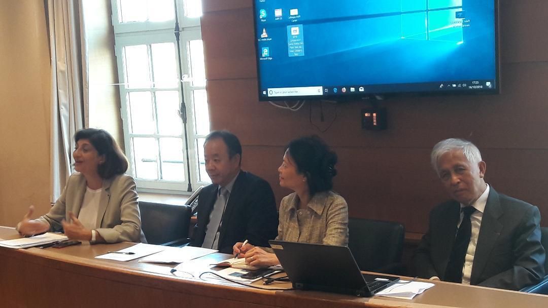 Các diễn giả tại hội thảo (từ trái sang phải): Chủ tịch Hội đồng Quốc gia các Luật sư đoàn Christianne FERAL-SCHUHL, đại sứ Việt Nam tại Pháp Nguyễn Thiệp, luật sư Thi MY Hanh NGO-FOLLIOT và giáo sư Trần Thanh Vân.