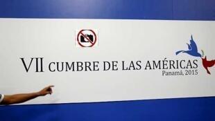 Une affiche annonçant le Sommet de Panama.