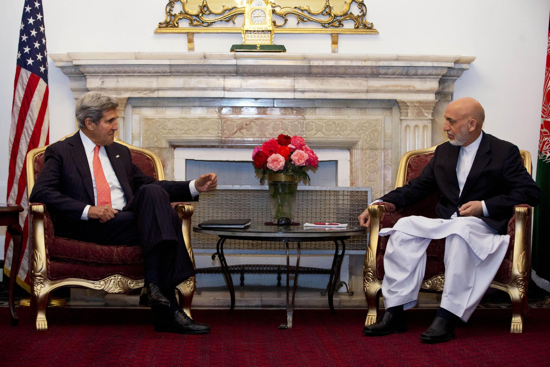 Джон Керри  и Хамид Карзай на переговорах в Кабуле, 12/10/2013