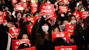 Dân Hàn Quốc xuống đường tại Seoul ngày 25/11/2016, đòi nữ tổng thống Park Geun Hye từ chức.
