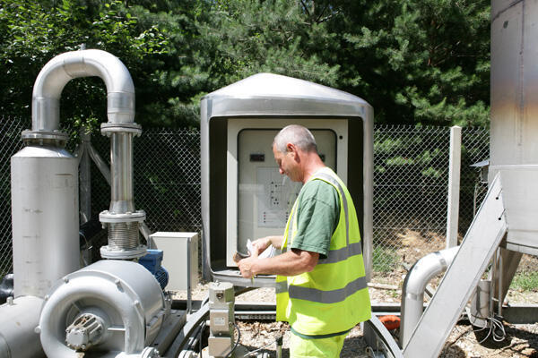 Réseau biogaz au centre d'enfouissement des déchets et à la composterie de la Tienne à Bourg-en-Bresse, en France.