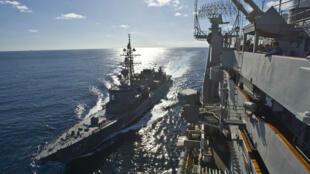 Khu trục hạm Ikazuchi của Nhật tham gia tập trận bắn đạn thật - REUTERS