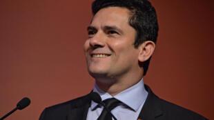 Juiz da Lava Jato Sérgio Moro divide opiniões ao assumir a Justiça.