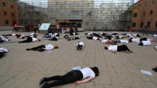 Protesto contra feminicídios realizado durante International Women's Performing Arts Festival in Santiago