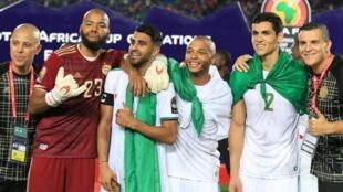 Raïs M'Bolhi, le capitaine Riyad Mahrez, Yacine Brahimi, Aïssa Mandi et tous les Algériens sont champions d'Afrique 2019.