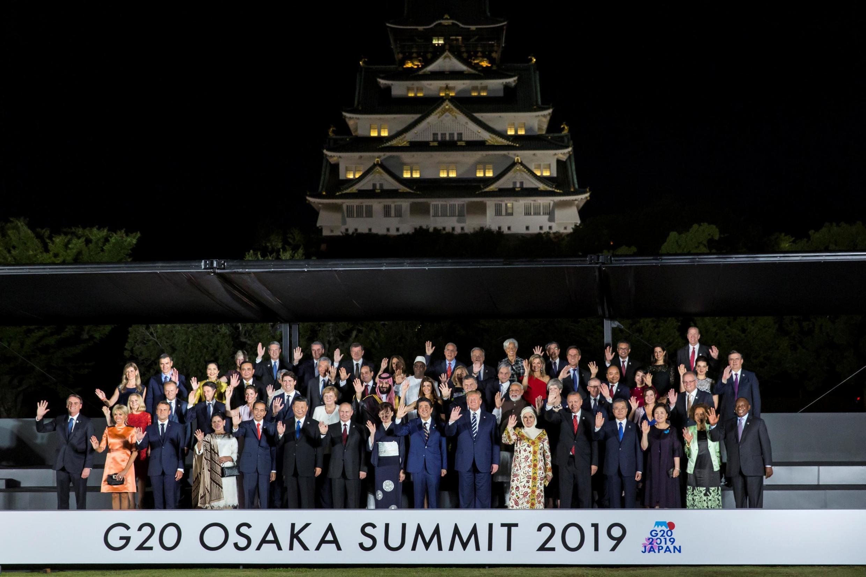 Les dirigeants des pays du G20, autour du Premier ministre japonais, Shinzo Abe, à Osaka, au Japon, le 28 juin 2019.