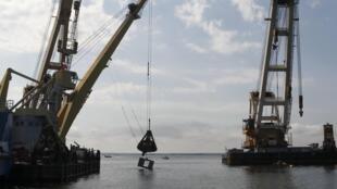 """Плавучие подъемные краны, задействованные в операции по подъему """"Булгарии"""""""