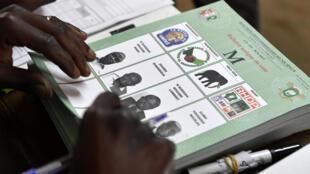 Un bureau de vote le 13 octobre 2018 à Bouaké, la deuxième plus grande ville de Côte d'Ivoire.