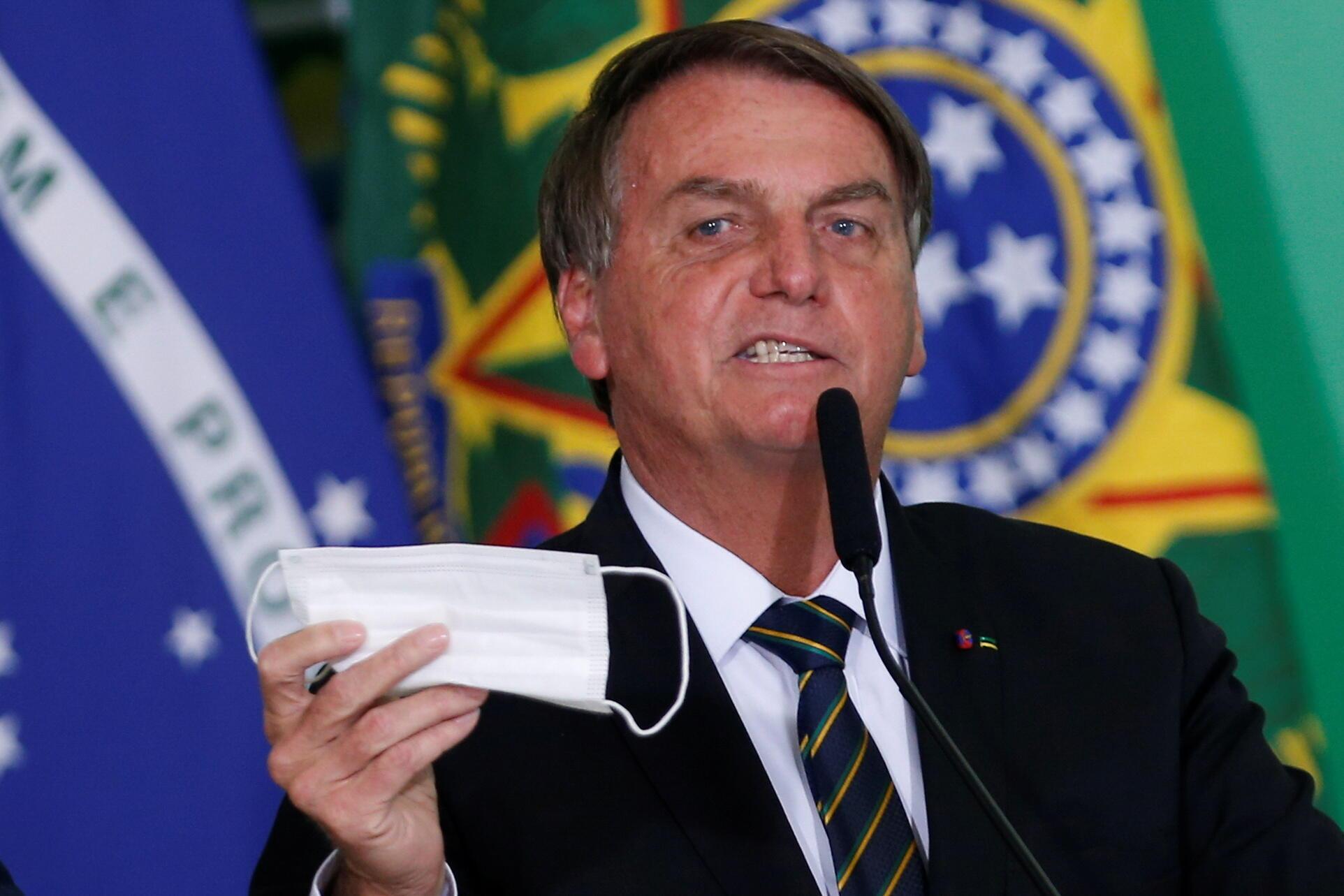 Le président brésilien Jair Bolsonaro a prononcé un discours contre les gestes-barrière et le port des masques, le 10 juin 2021 à Brasilia.