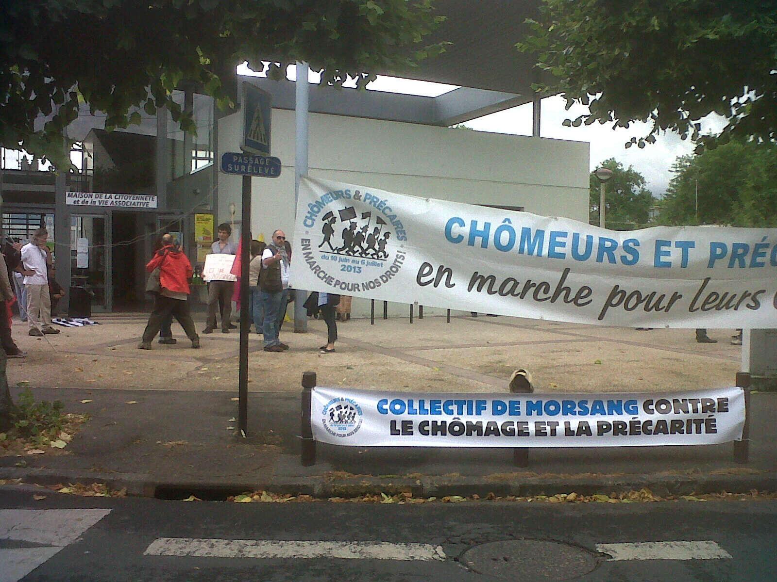 A marcha dos desempregados reuniu dezenas de pessoas em Paris