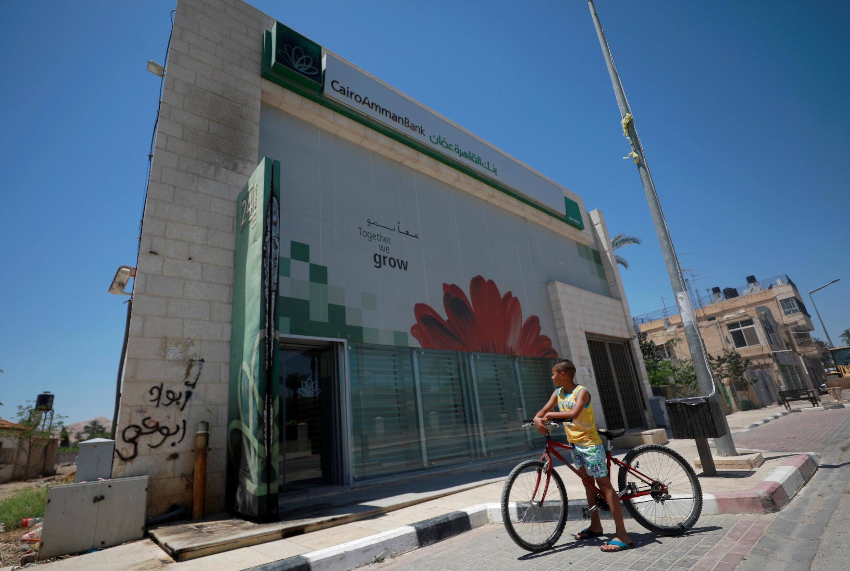 Une partie brûlée de l'extérieur de la banque d'Amman du Caire, à Jéricho, en Cisjordanie occupée, le 8 mai 2020. (Image d'illustration).
