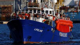 Le bateau humanitaire «Lifeline» à son arrivée dans le port de La Valette, le 27 juin 2018.