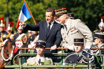O presidente Nicolas Sarkozy durante o desfile do 14 de julho na Champs Elysée, em 2008