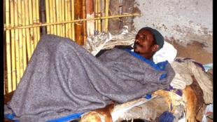 Un homme souffrant du paludisme près d'Alem Kitmama en Ethiopie.