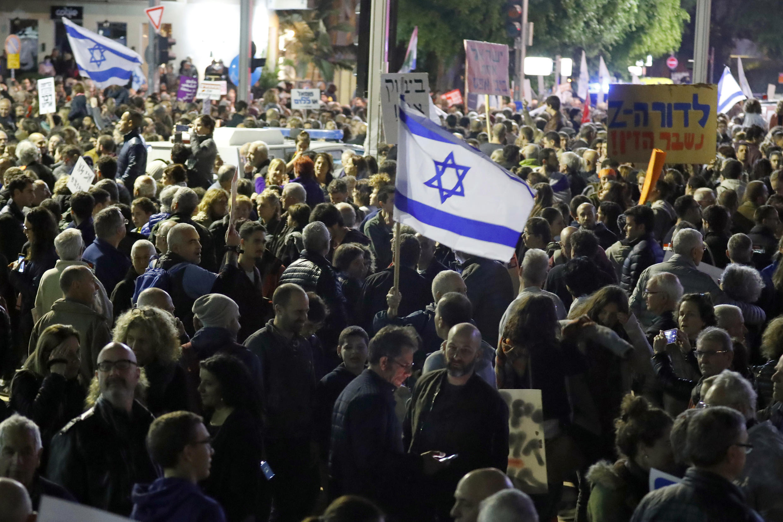 Người dân Israel biểu tình tố cáo tình trạng tham nhũng trong chính phủ, Tel Aviv, ngày 09/12/2017.
