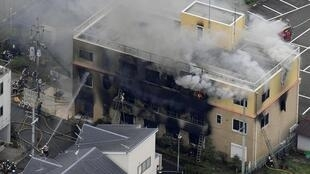 Vista aérea do edifício da Kyoto Animation, incendiado criminosamente a 18/07/2019