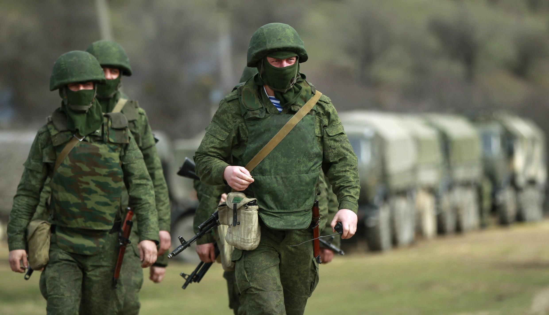 Exercito da base de Perevalnoye perto da Crimeia.