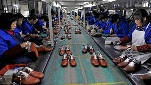 Une usine de fabrication de chaussures à Lishui, dans la province du Zhejiang, le 24 janvier 2013.