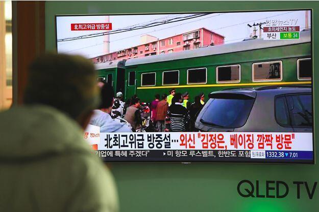 日本电视台播放据信是金正恩乘坐的专列抵访北京