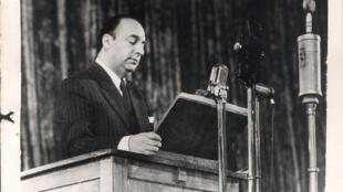 Um comitê de peritos internacionais entregará nesta sexta-feira (20) um relatório sobre a análise de evidências que buscam determinar se o poeta Pablo Neruda (foto) foi vítima da ditadura militar chilena.