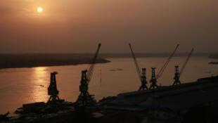 Kisangani, coucher de soleil sur le fleuve Congo.