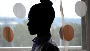 Audrey, 13 ans, est entourée de femmes fortes, mais reste fragile par l'absence de son père qu'elle n'a pas connu.