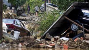 A tempestade que atingiu a capital Skopje na noite de sábado, 6 de agosto de 2016, provocou inundações e deslizamentos de terra.