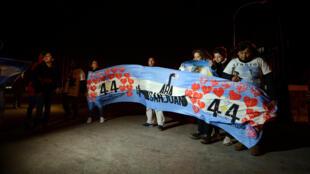 Члены семей погибшего экипажа после объявления об обнаружении аргентинской подлодки «Сан-Хуан»