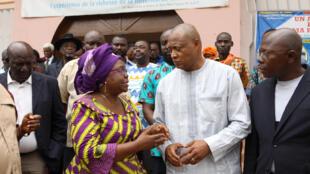La coordinatrice de la plate-forme C14, Brigitte Adkamagbo-Johnson, aux côté de Jean-Pierre Fabre de l'ANC à Lomé, le 25 août 2017. (Image d'archives)