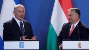 Benjamin Netanyahu, de Israel, e Viktor Urban, da Hungria, em Budapeste.