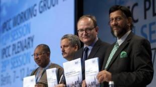 Les co-rapporteurs du volume 3 du cinquième rapport du Giec à Berlin, le 13 avril 2014.