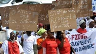 La première marche à Conakry pour dénoncer les viols et violences faites aux femmes, le 4 novembre 2015.
