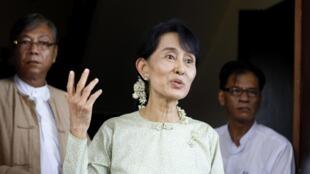 Le parti d'Aung San Suu Kyi participera aux prochaines élections partielles.