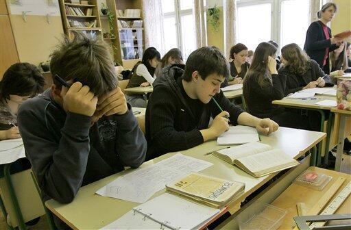 Старшекласники в московской школе (архивное фото)