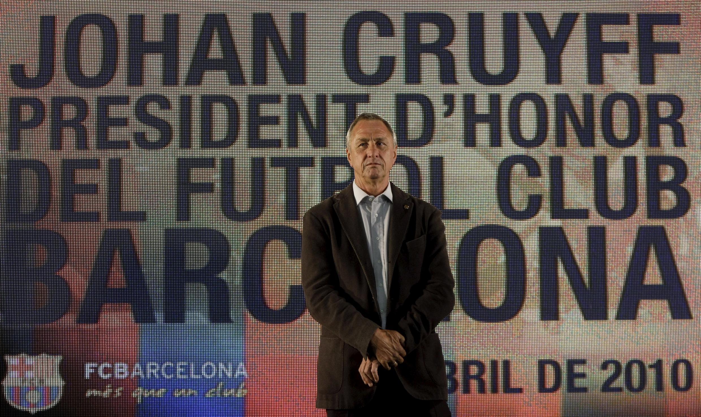 Johan Cruyff, ex-treinador e ex-jogador do Barcelona, foi nomeado presidente de honra do Barcelona no estádio Camp Nou, em Barcelona, Espanha em 08 de abril de 2010.