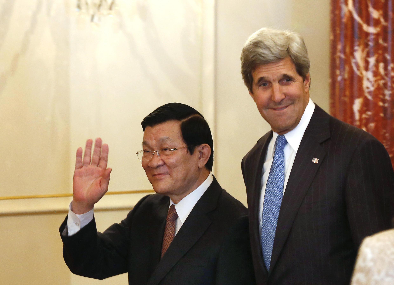 Ngoại trưởng Mỹ John Kerry và Chủ tịch nước Việt Nam Trương Tấn Sang, Washington DC - REUTERS /L. Downing