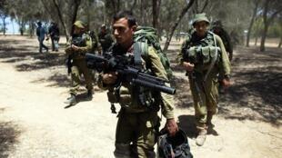 Wanajeshi wa Isaeli karibu na mpaka wa Gaza.